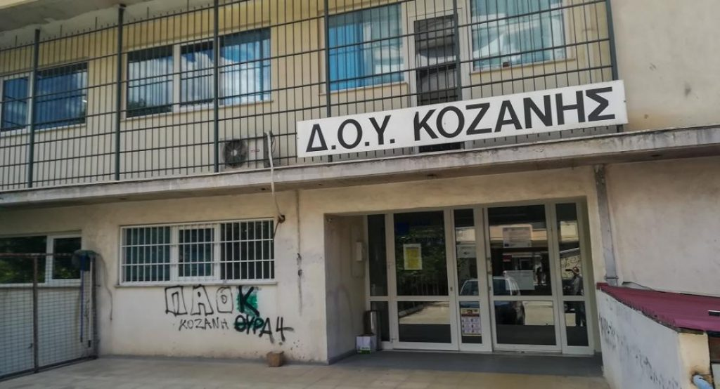 Άνεργος ο υπάλληλος της εφορίας Κοζάνης που αφόπλισε τον 45χρονο με το τσεκούρι