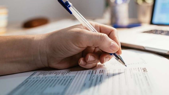Φορολογικές δηλώσεις 2021: Τα 12 κλειδιά που ξεφουσκώνουν το εκκαθαριστικό