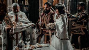 Ο γάμος της χρονιάς στα Τρίκαλα: Ζευγάρι τίμησε τα 200 χρόνια από την Ελληνική Επανάσταση [βίντεο]