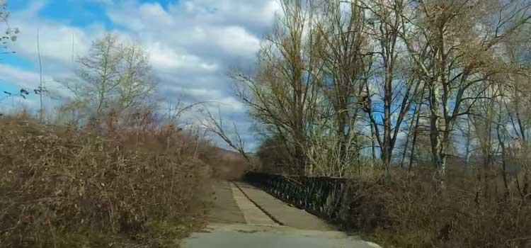 Ο παλιός δρόμος Καστοριά-Κοζάνη: Η στρατιωτική γέφυρα, η πεσμένη γέφυρα, ο μύλος, ο Αλιάκμονας… (βίντεο)