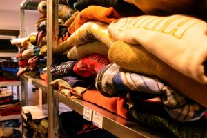 «Μην το πετάς, χάρισέ το!»: Πού μπορείτε να προσφέρετε ρούχα, παπούτσια, παιχνίδια και ότι δεν χρειάζεστε