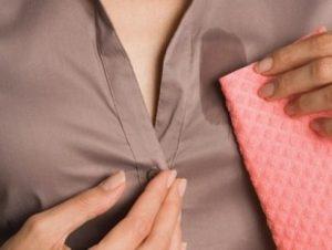 Πώς θα εξαφανίσεις τις λαδιές από τα ρούχα σου