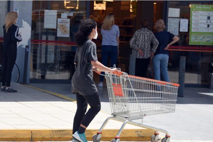 Θα παίρνουμε τα self test από το σούπερ μάρκετ; Τι σχεδιάζει η κυβέρνηση