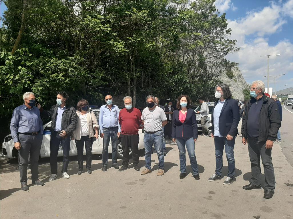 """Κοζάνη: Αντιδράσεις στην κατασκευή πλωτών φωτοβολταϊκών – """"Κάτω τα χέρια από τη λίμνη Πολυφύτου"""""""