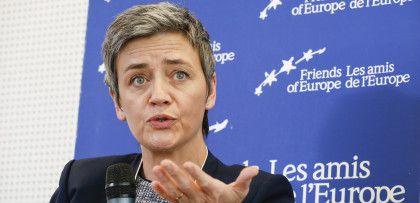 Επιμένουν οι Βρυξέλλες στην πώληση πακέτων λιγνιτικής ενέργειας της ΔΕΗ - Τα 7 βασικά κεφάλαια της σημερινής συνάντησης Σκρέκα-Βεστάγκερ