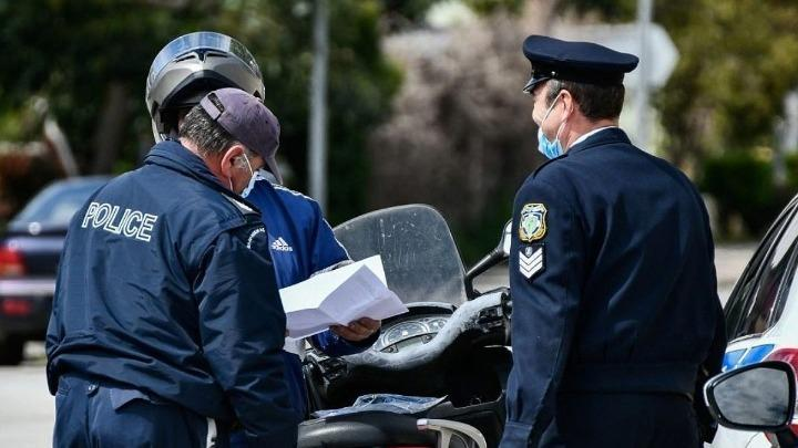 Θεσσαλονίκη: Επεισοδιακός έλεγχος με νεαρό να φτύνει αστυνομικούς που τον πλησίασαν