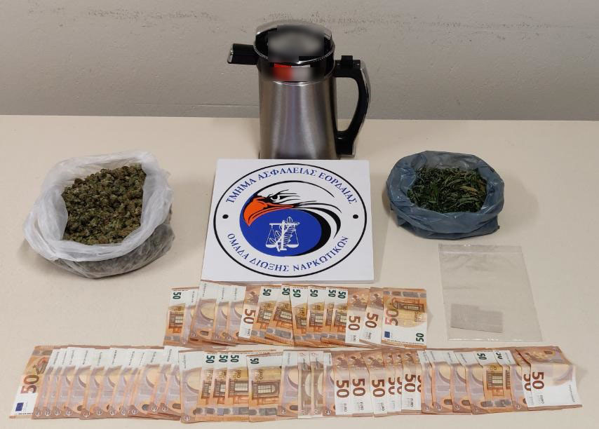 Συνελήφθησαν -2- ημεδαποί από αστυνομικούς του Τμήματος Ασφάλειας Εορδαίας για διακίνηση ναρκωτικών ουσιών, καθώς και για καλλιέργεια δενδρυλλίων κάνναβης, σε περιοχή της Θεσσαλονίκης