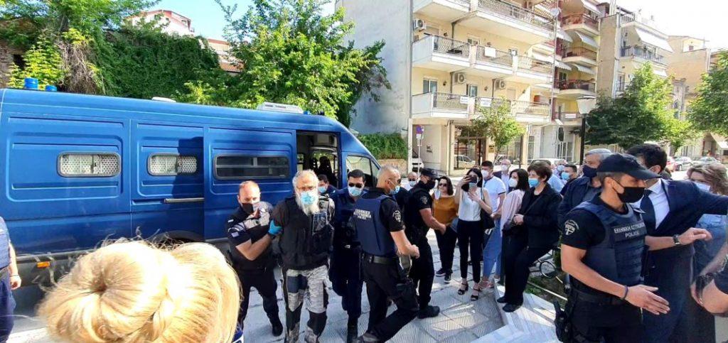 Δικάζεται στη Φλώρινα ο 45χρονος που σκότωσε και τραυμάτισε με τσεκούρι στην ΔΟΥ Κοζάνης