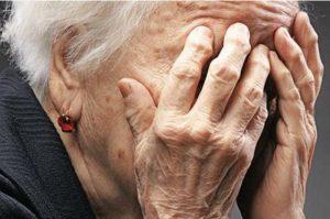 Σιάτιστα: Έκλεψαν χρυσαφικά, αγκαλιάζοντας ηλικιωμένους