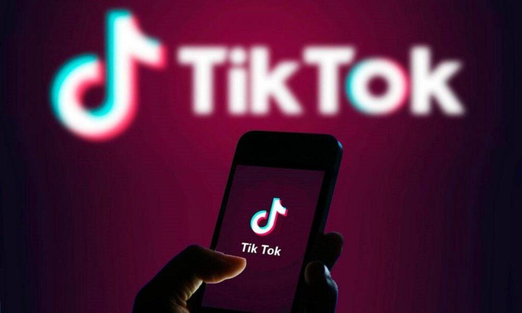 «Φλεγόμενος καθρέφτης»: Η επικίνδυνη πρόκληση του TikTok -Τι έπαθε 13χρονη