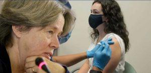 Νέα «βόμβα» από Λινού: «Υπάρχει και άλλο εμβόλιο με τις παρενέργειες του AstraZeneca στις γυναίκες»