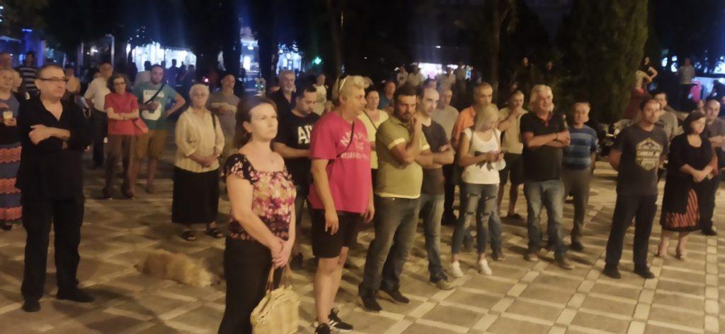 Eordaialive.com:Συγκέντρωση διαμαρτυρίας κατά του υποχρεωτικού εμβολιασμού στην κεντρική πλατεία Πτολεμαΐδας (βίντεο)