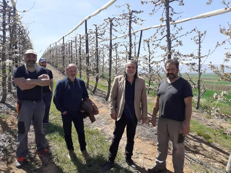 Στο πλευρό των αγροτών της Δημοτικής Ενότητας Βερμίου, οι οποίοι εξαιρέθηκαν των αποζημιώσεων του ΕΛΓΑ από τον παγετό του περασμένου Απριλίου, ο Δήμος Εορδαίας.