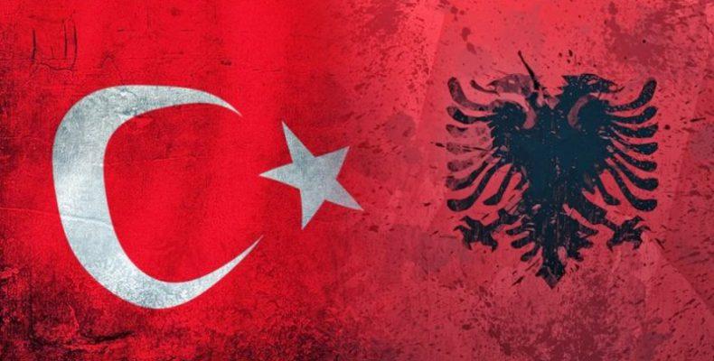 Η Τουρκία πατάει γερά το πόδι της και στα Βαλκάνια: Τώρα, εκπαιδεύει τους Αλβανούς ως καταδρομείς, πιλότους, αλεξιπτωτιστές και σε άρματα μάχης!