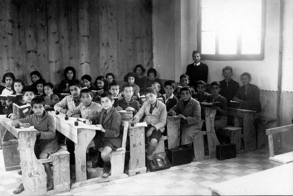 Σχολεία: Τι είχαν μέσα οι παλιές σχολικές τσάντες [εικόνες]