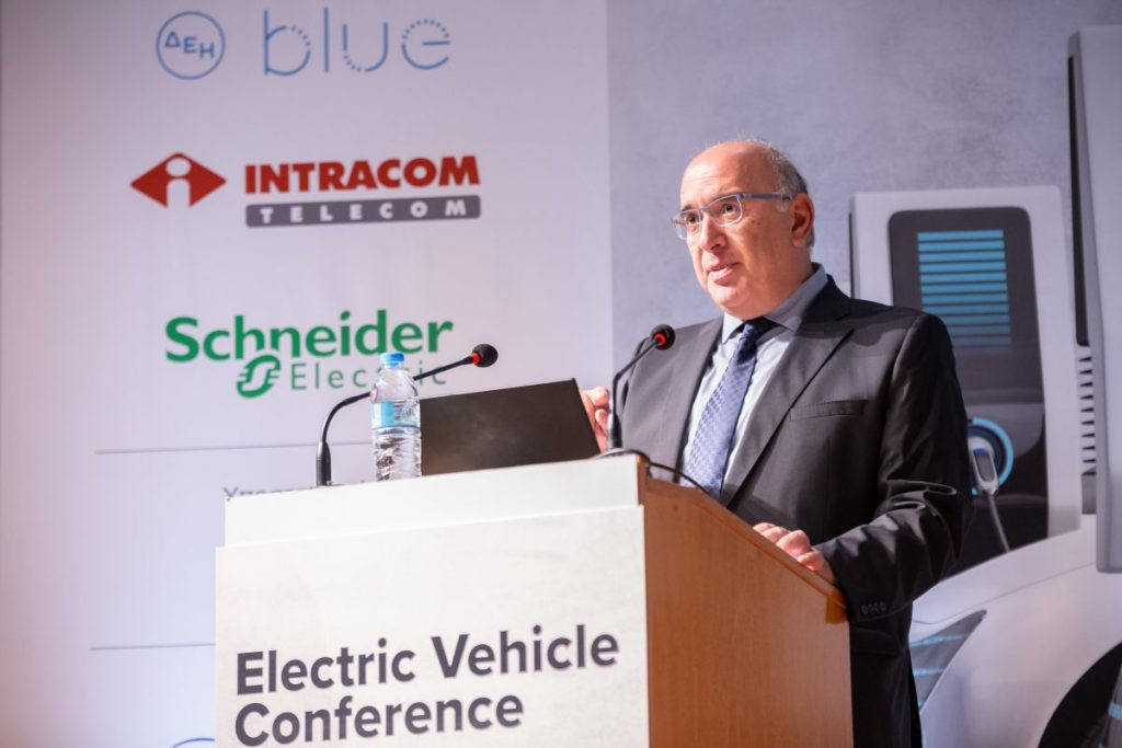 Σημαντική αύξηση καταγράφεται στις ταξινομήσεις ηλεκτροκίνητων οχημάτων, με βάση τα στοιχεία που παρουσίασε σήμερα, 23 Σεπτεμβρίου 2021, ο Υφυπουργός Υποδομών και Μεταφορών, αρμόδιος για τις Μεταφορές, κ. Μιχάλης Παπαδόπουλος στο συνέδριο «Electric Vehicle Conference».
