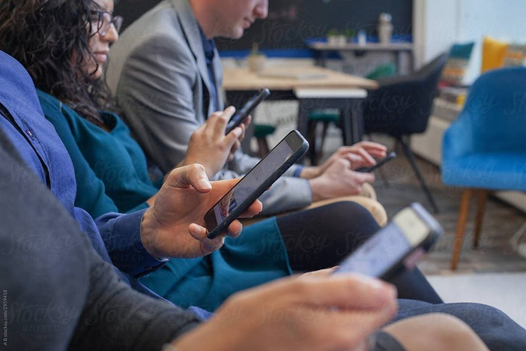 Οι μειώσεις στο τέλος συνδρομητών κινητής τηλεφωνίας – Για ποιους καταργείται