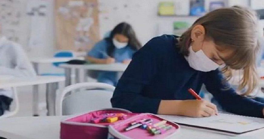 Κορωνοϊός: Καλούνται και οι εκπαιδευτικοί για τρίτη δόση εμβολίου