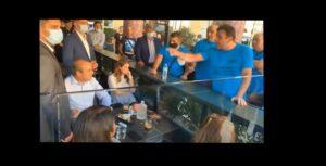 Την «έπεσαν» στον Χατζηδάκη οι απολυμένοι των λιπασμάτων Καβάλας «γ@μ@ την Νέα Δημοκρατίας σας» και άλλα πολλά άκουσε ο υπουργός στην Θεσσαλονίκη (βίντεο)