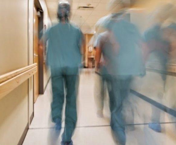 Επικουρικό προσωπικό στα Νοσοκομεία: Παράταση για 5 μήνες και όχι για 6 – Τι προβλέπει τροπολογία