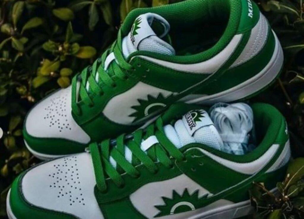 Αποσύρθηκαν τα παπούτσια «ΜΠΑΣΟΚ» μετά τις αντιδράσεις του ΚΙΝΑΛ