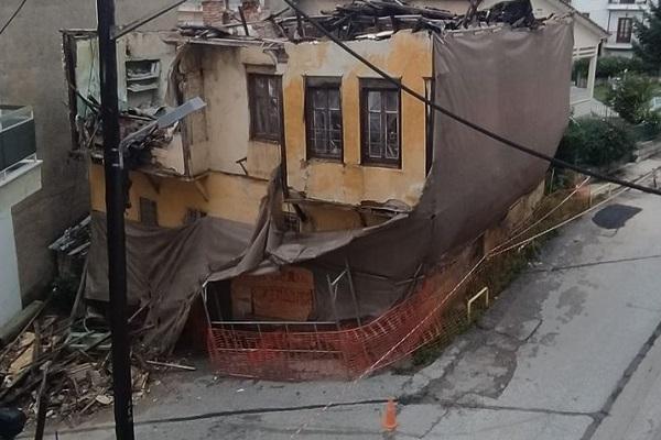 Κατέρρευσε τμήμα ακατοίκητου σπιτιού στην Καστοριά – ΦΩΤΟ