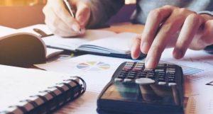 «Κούρεμα» φόρων και εισφορών για επαγγελματίες - Τι αλλάζει στο πρόγραμμα επιδότησης παγίων δαπανών