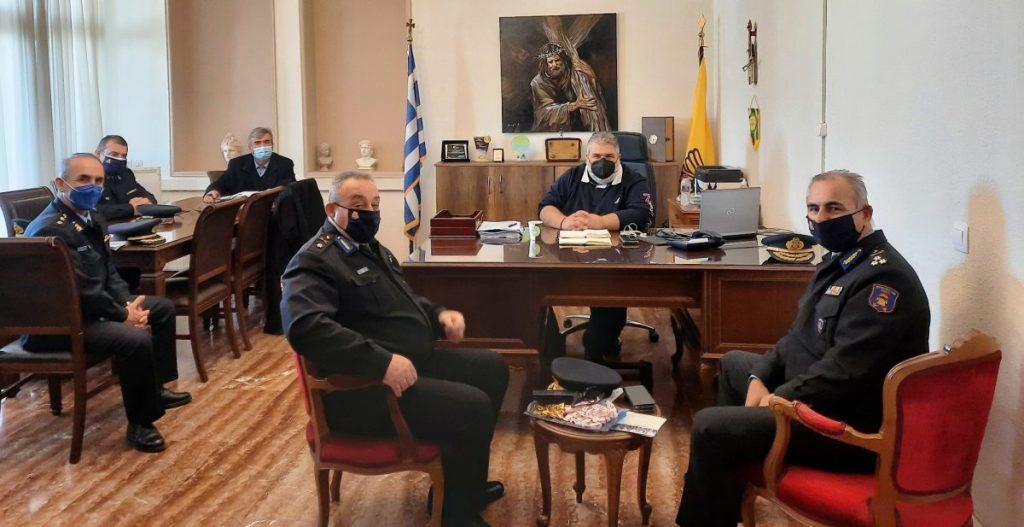 Κλιμάκιο της Πυροσβεστικής Υπηρεσίας με επικεφαλής τον Υπαρχηγό του Πυροσβεστικού Σώματος, επισκέφθηκε τον Δήμαρχο Εορδαίας.
