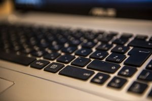 Πώς δεν θα σας κλέψουν τους κωδικούς e-banking – Δικηγόρος προειδοποιεί για την απάτη του sim swapping (video)