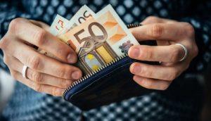 H ΑΑΔΕ τσεκούρωσε επαγγελματία με 340.000 ευρώ επειδή πλήρωνε με μετρητά αντί μέσω του τραπεζικού συστήματος (η απόφαση)