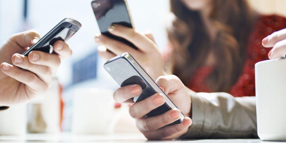 Πόσο θα μειωθούν τα τέλη κινητής τηλεφωνίας – Πώς θα δωθούν τα 50 GB στους νέους