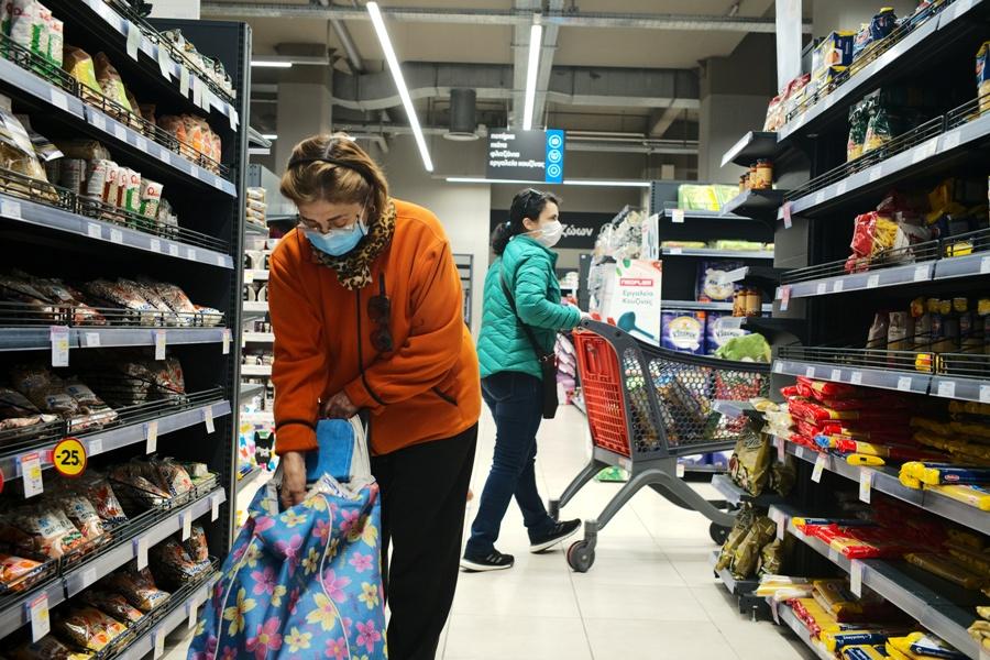 Έρχεται νέα άρση μέτρων: Τι θα αλλάξει σε σούπερ μάρκετ, καταστήματα, κινηματογράφους, θέατρα