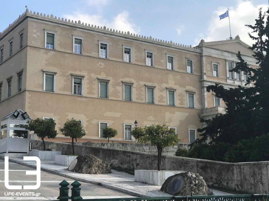 Βουλή: Εφτασε με αγροτικό στον Αγνωστο Στρατιώτη και απειλούσε να ανατιναχτεί (ΒΙΝΤΕΟ)